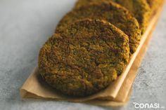 Hamburguesa de falafel y zanahoria. Alternativa vegana y sin gluten a la típica hamburguesa. Hechas en el procesador de alimentos Cuisinart.