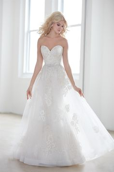 Allure Madison James Bridal Collection Welcome to Chantilly Bridal serving south central Kentucky for the past 28 years.Huge selecion of both Prom and Bridal. Lace Wedding Dress, Wedding Dresses 2018, Wedding Dress Styles, Bridal Dresses, Mod Wedding, Wedding Ideas, Wedding Stuff, Wedding Trends, The Dress