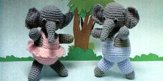 Elephant Twins (13inches tall)- Free Amigurumi Pattern here: http://melodiesplus.com/Christmas/elephants.html