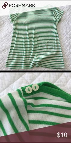 Old Navy Boatneck Tee Perfect for Summer😎 cute button detailing. Great condition. Old Navy Tops Tees - Short Sleeve