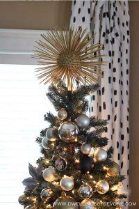 DIY Starburst Tree Topper | 15 DIY Christmas Tree Topper Ideas, check it out at https://diyprojects.com/diy-christmas-tree-topper-ideas