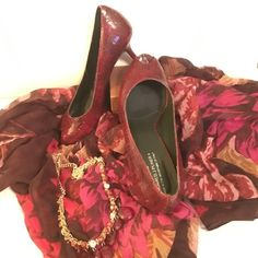 """Donald J. Pliner heels Gorgeous heels , made in Italy ,  fine leather , very comfortable , heel height 3"""", gently used but they have no damages at all, wine red colorFINAL PRICE Donald J. Pliner Shoes Heels"""