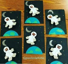 Raumfahrt-Astronauten-Handwerk «funnycrafts Vorschule Kindergarten Ideen By seeing this picture, you can get some information a… Space Crafts Preschool, Space Crafts For Kids, Space Activities, Summer Crafts For Kids, Children Crafts, Science Activities, Classroom Themes, Classroom Activities, Science Classroom