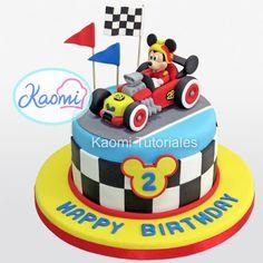 Cómo hacer a Mickey para tortas (Mickey: Aventuras Sobre Ruedas) / Mickey and the Roadster Racers Cake Topper Mickey Mouse Cake Topper, Mickey Mouse Cupcakes, Mickey Cakes, Bolo Mickey, Mickey Y Minnie, Mickey Party, Minnie Mouse, Racing Cake, Race Car Cakes