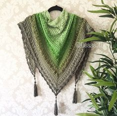 Lost in Time Shawl - Free Pattern (Beautiful Skills - Crochet Knitting Quilting) Poncho Crochet, Crochet Scarves, Diy Crochet, Crochet Clothes, Crochet Stitches, Shawl Patterns, Crochet Patterns, Lost In Time Shawl, Crochet Triangle