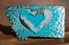 Show your love for Montana with this heart inside a Montana belt buckle. Rugged yet refined...great with jeans or khakis. Choose from two sea colors- the blue of the water or the pink of the coral ree