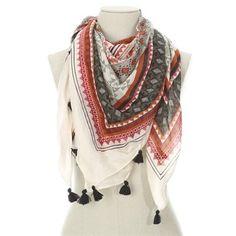 Pimkie.fr : On aime le look ethnique du foulard imprimé.