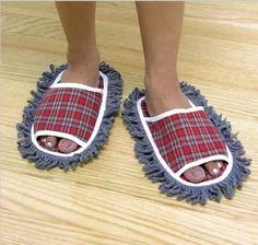 It's weird inventions like this that make our life easier. The Dust Mop Slippers is part slippers and part dust mop. They may look insane t. Weird Inventions, Creative Inventions, Amazing Inventions, Japanese Inventions, Mini Projektor, Funny Gags, Hilarious, Quirky Gifts, Silly Gifts