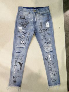 Idea for jeans, but I would lighten the theme. Idea for jeans, but I would lighten the theme. Zerfetzte Jeans, Diy Jeans, Painted Jeans, Painted Clothes, Diy Clothing, Custom Clothes, Customised Clothes, Denim Fashion, Fashion Outfits