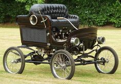 1901 Stanley Steamer. Note the gauges and levers under the seat. If the engine exploded you were sitting on top of it...