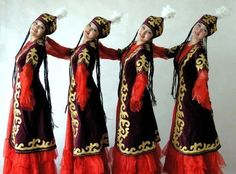 The formation of Turkmen national costume is connected with climatic conditions, occupation and historical relationship. The traditional Turkmen costume was free and loose clothing that was met all the requirements for the nomadic way of life. Married Woman, Folk Costume, Central Asia, Traditional Dresses, Most Beautiful Women, Girls, Clothes For Women, Folklore, Ethnic Diversity