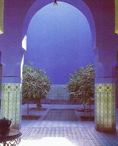 Agnes Emery's home in Marrakech Morocco covered with her own beautiful tile designs on floors, walls and columns. Moroccan Blue, Moroccan Design, Moroccan Decor, Moroccan Style, Patio Interior, Interior And Exterior, Interior Design, Bathroom Interior, Modern Bathroom