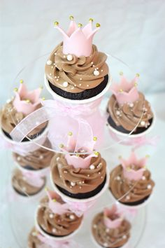 Princesa Cupcakes with little crowns, Cupcakes Princesas con coronitas, Prinzessinnentorte-Cupcakes mit Krönchen by Atelier Pastry Fork, Mallorca