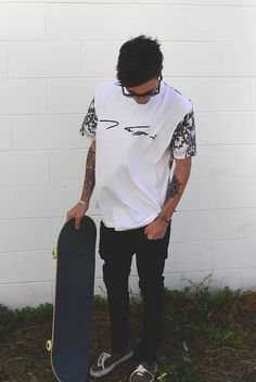 Yes, skaters start looking for public areas to skate. Pleated skater skirts can be found in a number of pleat styles. There are different skaters who . Modern Mens Fashion, Dope Fashion, Minimal Fashion, Skater Fashion, Skater Guys, Skater Style, Tumblr Fashion, Boyfriend Style, Male Poses