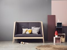 Are you looking for furniture for children that combines design, function and craftsmanship? Today we show you some pieces for your nursery or kids room that match the latest trends in a modern and urban interior and also attend the needs of everyday life. The Danish company Leander design furniture for children that links aesthetics, innovation …
