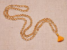 Citrine Mala Physically and mentally energizing, Citrine helps awaken the mind by increasing mental clarity. This powerful stone symbolizes joy and wisdom, and is particularly thought to enhance the power of manifestation and money flow. Citrine aids in moving the self from what has been to what can be. It also supports digestion, metabolism, optimism, and playfulness.