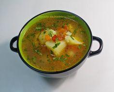 Ciorba de cartofi este usor de pregatit si este nemaipomenita pentru perioada postului. Radacinoasele si verdeata ii dau o savoare aparte.  ... Romanian Food, Curry, Food And Drink, Meals, Cooking, Ethnic Recipes, Supe, Tasty, Kitchen