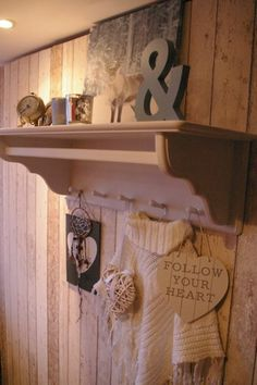 1000 images about made by me wandplanken kapstokken on pinterest photo heart brocante and van for Schilderen voor gang d