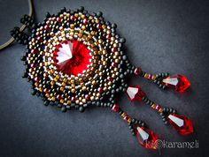 Beaded bezel rivoli pendant necklace with drops | Wealden | biser.info