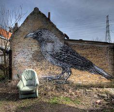 En Belgique, le petit village de Doel est un étrange village abandonné, que ses habitants ont été obligé de quitter complètement en 2008 à c...