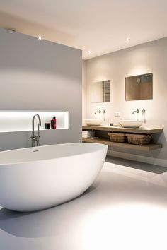 For the past year the bathroom design ideas were dominated by All-white bathroom, black and white retro tiles and seamless shower room All White Bathroom, Modern Bathroom, Bathroom Pink, Minimalist Bathroom, Master Bathroom, Bathroom Cost, Silver Bathroom, Bathroom Showers, Boho Bathroom