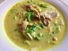 Hühnersuppe mit Chinakohl und Kokosmilch