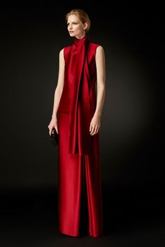 Wow, that's special - Carolina Herrera Red Fashion, Couture Fashion, Womens Fashion, Holiday Fashion, London Fashion, Runway Fashion, Fashion Trends, Glamour, Partys