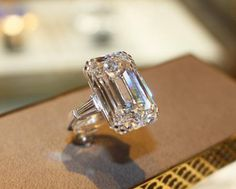 When it comes to diamonds, no one does it better than Graff Diamonds. Diamond Rings, Diamond Engagement Rings, Diamond Jewelry, Diamond Cuts, Gold Jewelry, I Love Jewelry, Fine Jewelry, Emerald Cut Diamonds, Ring Verlobung