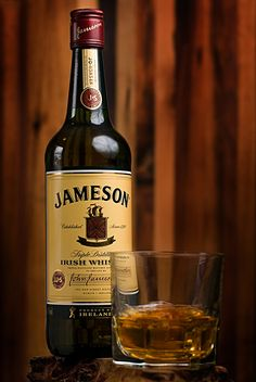 https://flic.kr/p/47d5k9 | jameson appreciation | i love jameson irish whiskey..  strobist: sb-600 at 1/8 power shot thru white umbrella camera right, foil (ghetto i know) camera left to bounce some light.. I dont like how you can see the umbrella reflection..