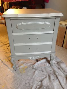Did this pretty little night stand looks wonderful in grey