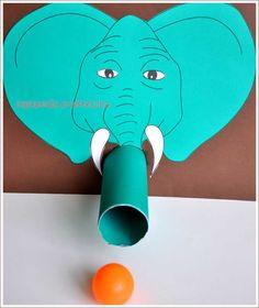 Słoń plujący piłeczkami