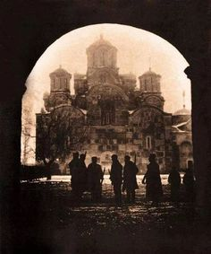Silhouettes of Serbian soldiers in front of the Gracanica monastery in 1912 Српски војници испред манастира Грачаница, 1912.