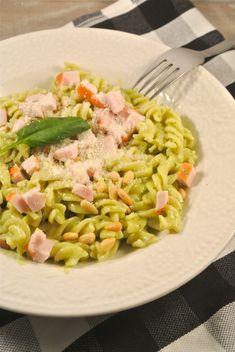 Romige pasta pesto met gerookte kip - Lekker en Simpel