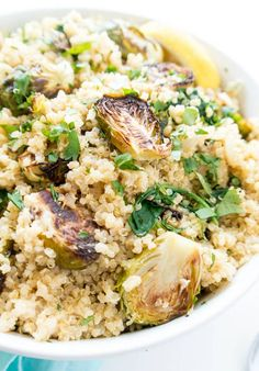 Lemony Quinoa Brussels Sprouts Salad 26 Vegan Classics You Should Learn How To Cook Sprouts Salad, Brussel Sprout Salad, Brussels Sprouts, Vegan Recipes Beginner, Vegetarian Recipes, Healthy Recipes, Vegan Meals, Vegan Dishes, Veggie Recipes