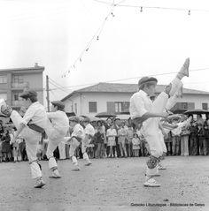 Itxas Ganeko dantza-talde txikia Sopelako emanaldian / Grupo de danzas txiki de Itxas Gane, actuando en Sopelana, años 70 (Colección Eugenio Gandiaga) (ref. SC0929)