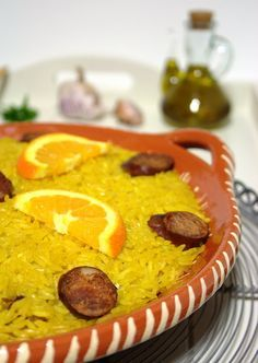 Cinco Quartos de Laranja: Arroz de frango com açafrão no forno para um aniversário Meat Recipes, Wine Recipes, Chicken Recipes, Cooking Recipes, Healthy Recipes, Paella, Caribbean Recipes, Caribbean Food, Portuguese Recipes