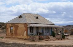 Derelict house in the Karoo Abandoned Farm Houses, Old Farm Houses, Old Buildings, Modern Buildings, Farmhouse Architecture, Vernacular Architecture, Colonial Architecture, Derelict House, African House