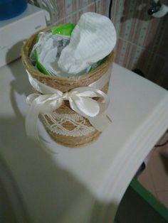 Porta dischetti  dell 'ovatta ottenuto da una scatola di pomodori pelati. Hand made by Simosimo