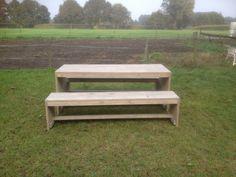 Praktische tafel met twee banken, steigerhout