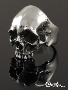 Skull ring by jerri