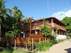 Casa situada no magnífico pedaço de paraíso brasileiro, na preservada Ilha de Boipeba em Praia de Moreré.  Veja mais aqui - http://www.imoveisbrasilbahia.com.br/boipeba-casa-beira-mar-a-venda