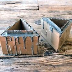 34 Cool and Modern DIY Concrete Projects - Her Crochet Diy Cement Planters, Concrete Pots, Concrete Crafts, Concrete Projects, Concrete Design, Tile Crafts, Diy Crafts Hacks, Diy Home Crafts, Cement Art