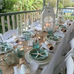 12 Christmas table decoration ideas Coastal style Christmas table with starfish, sea blue plates and white lanterns.