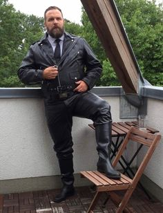If YOU are among the BMOA featured on this page, YOU are a cut above the rest of us. Lesser men should be getting on their knees immediately when YOU enter a room. And if you are under 21 or 18 (depending upon the country in which you reside) SCRAM! Leather Men, Leather Boots, Leather Jacket, Men Boots, Travel Humor, Versace Men, John Varvatos, Wedding Art, Top Photo