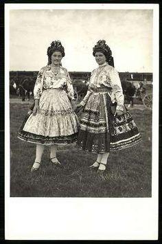 Sárközi leányok   Képeslapok   Hungaricana Folk Costume, Costumes, Dress To Impress, Past, Marvel, Culture, Traditional, Black And White, History