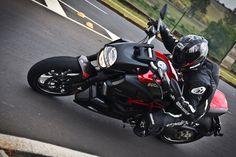 Uma moto por dia: Dia 169 – Ducati Diavel Carbon | Osvaldo Furiatto Fotografia e Design