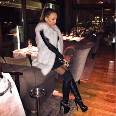 New Collection Real Fox Fur Vest Winter Waistcoat Vertical Stripe Women' s Coat Long Style Garment Classic Fashion Looks, Fox Fur Vest, Fur Vests, Fur Fashion, Fashion Night, Thigh High Boots, Leather Boots, Clothes For Women, Luxe Life