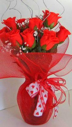 Valentine Flower Arrangements, Valentines Flowers, Silk Flower Arrangements, Valentine Decorations, Valentine Crafts, Flower Decorations, Floral Arrangement Classes, Floral Design Classes, Rose Centerpieces