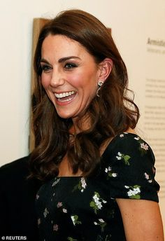 Funds raised on the night go towards a project for the complete renewal of the gallery that will see a significant refurbishment of the building. Style Kate Middleton, Kate Middleton News, Basic Hairstyles, Oval Face Hairstyles, Royal Hairstyles, Duke And Duchess, Duchess Of Cambridge, Estilo Jackie Kennedy, Duchesse Kate
