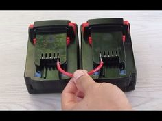 Quick and easy way to make cables without using metal clips for cordless power tool batteries. Cordless Drill Batteries, Power Tool Batteries, Cordless Power Tools, Ryobi Battery, Power Tool Organizer, Power Tool Storage, Tool Organization, Battery Hacks, Best Hand Tools